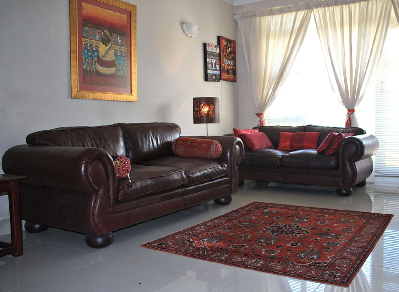 Spacious, beautiful genuine leather lounge suite