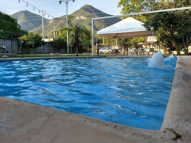 Quinta con pequeña casa en Monterrey Santiago
