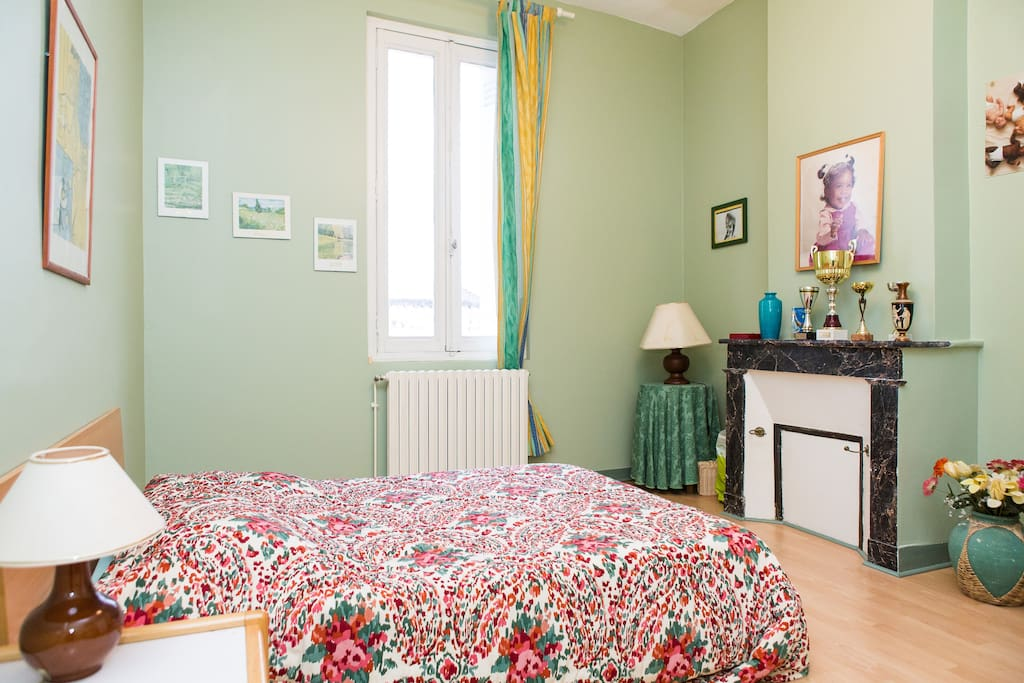 Chambre lumineuse au calme 2 maisons louer bordeaux for Louer chambre bordeaux