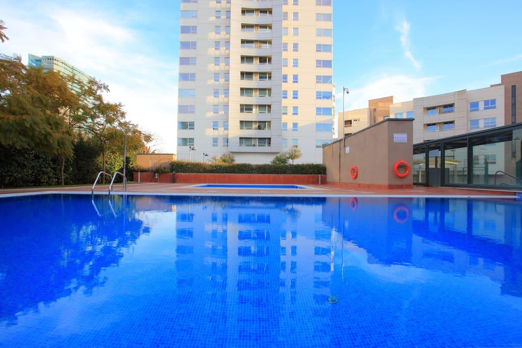 Chambre cosy avec terrasse piscine appartements for Appartement avec piscine barcelone