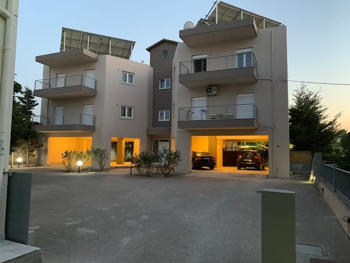 Heraklion City Apartment With Private Parking