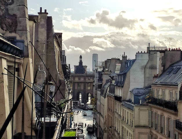 Romantic stay with a view on Louvre and a balcony