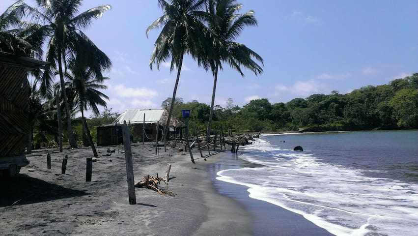 Cabaña en la Playa de Mompiche - Mompiche