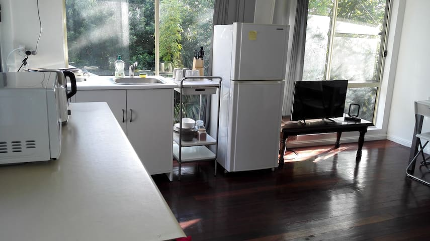 2 bedroom furnished Granny Flat with wifi Sydney
