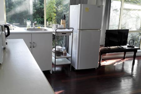 2 bedroom furnished Granny Flat with wifi Sydney - Carlingford - Huvila