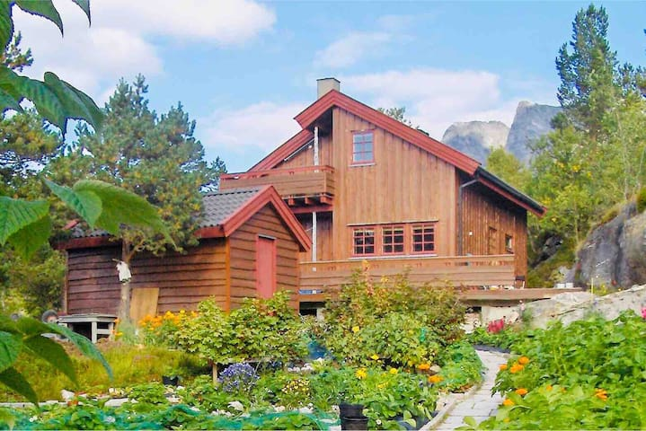 Cabin on the mountain in private surroundings.
