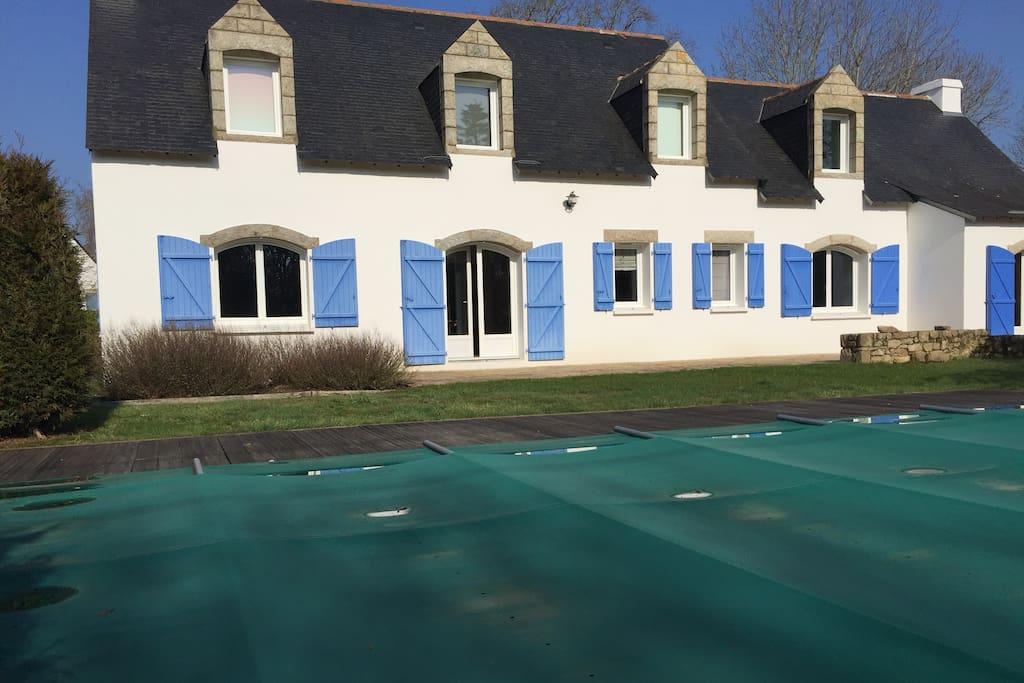 Maison l'hiver piscine fermée...