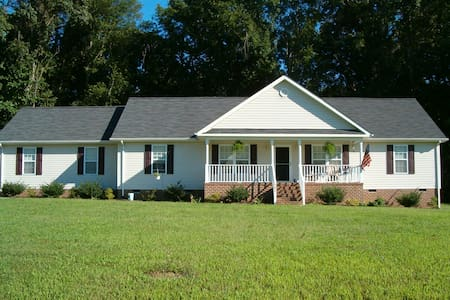 Lovely Country Home - Vacation or Business - Smithfield