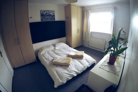 Bright En-Suite Room in Dublin Tallaght - Tallaght - Casa