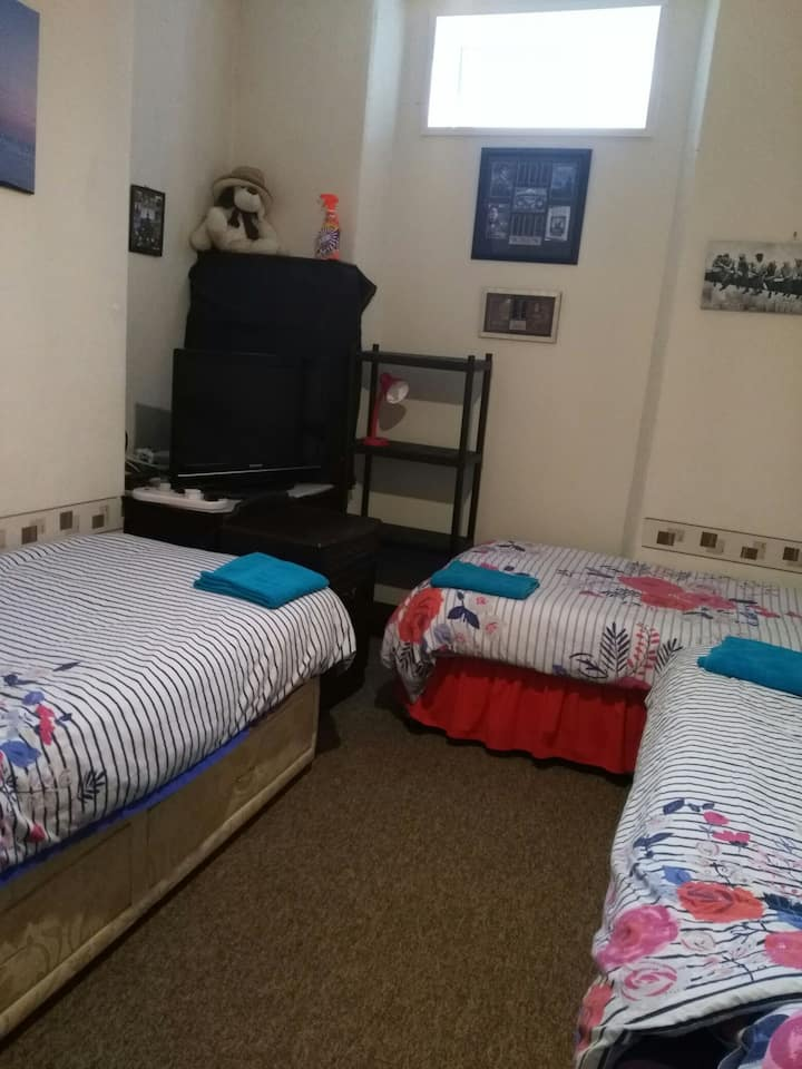 ground floor triple bedroom in friendly house