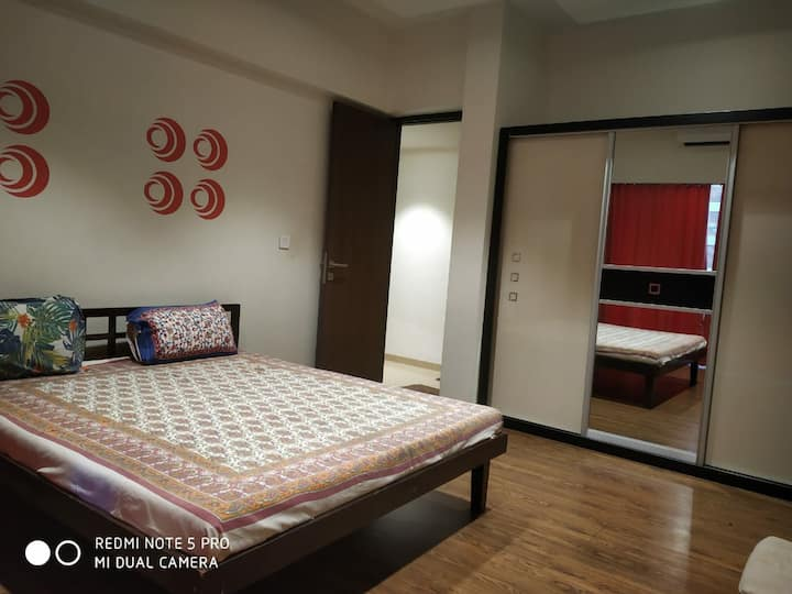 Beautiful 3BHK AC fully furnished Flat in Belmondo