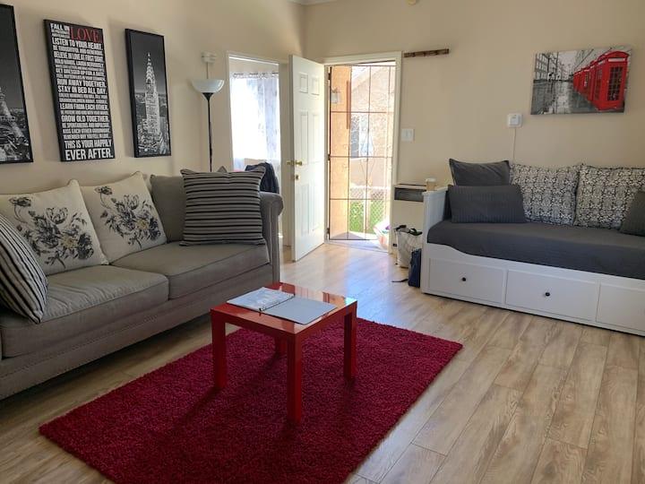 Los Feliz Fully Furnished One Bedroom Apartment
