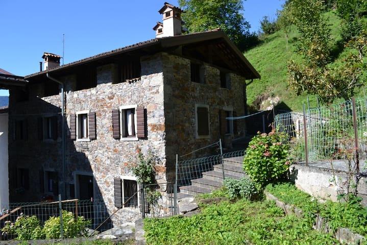 Tipica casa carnica - Paluzza - Ház