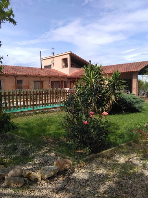 Casa con piscina havitacion con lababo integrado huisjes for Piscina amposta