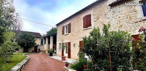 Furnished studio 32m2 + closed courtyard 2km from Angoulême