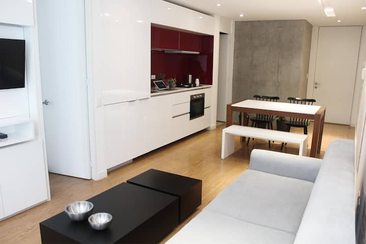 Modern 1 Bedroom Apartment with Balcony in Chapinero Alto