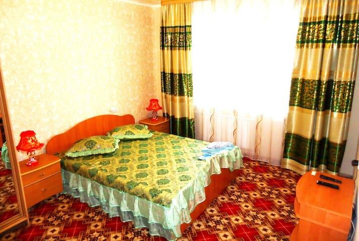"Апартаменты ""Две Подушки"" Красноармейская,12"