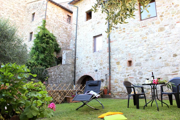 Great apt. in old village IL GIARDINO