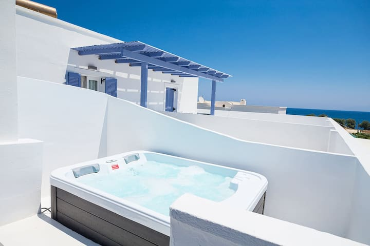 Studio with outdoor Jacuzzi