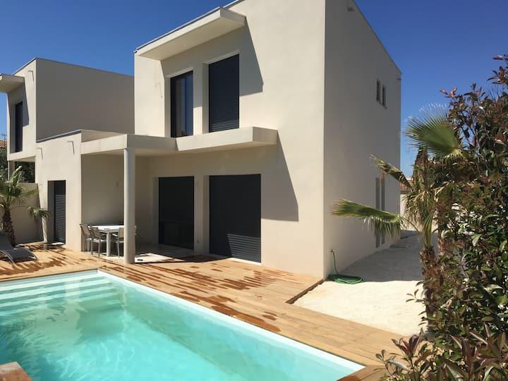 Villa moderne près de la plage