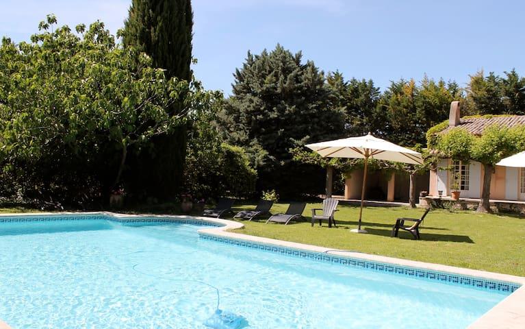 Gepflegtes Ferienhaus mit Pool und Garten (704 PER - Entraigues-sur-la-Sorgue - Villa