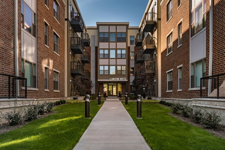 1 Bed Furnished Luxury Apartment in Ohio City!