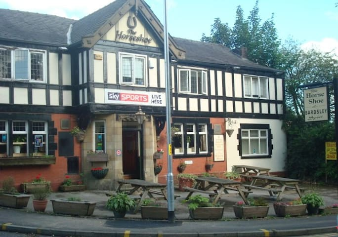 Double Room above Pub in Bardsley, Oldham