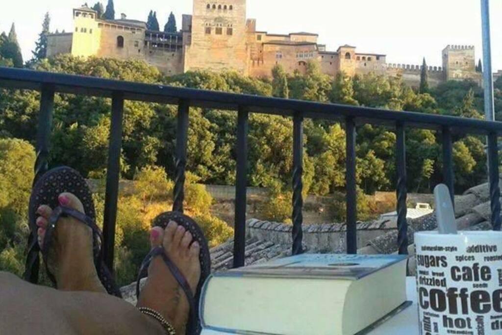 Relajate al lado de la alhambra en un LUGAR UNICO, un apartamento que transmite LUZ Y PAZ