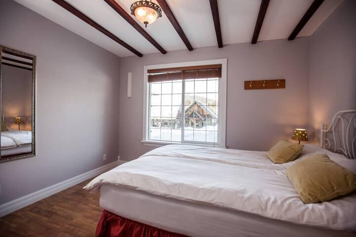Summer Room · Summer Room · Summer Room · Summer Room · 7 Acres Bed & Breakfast - Summer Room