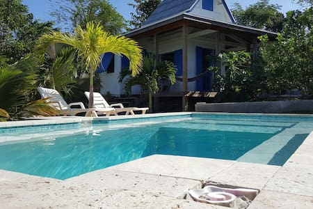 Waterfront & Pool, Tamarind Tree Cottage - Gregory Town