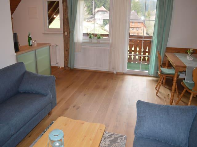 Weihermattenhof Gästehaus, (Schonach), Ferienwohnung Schwarzwaldmädle, 75qm, 2 Schlafzimmer, max. 8 Personen