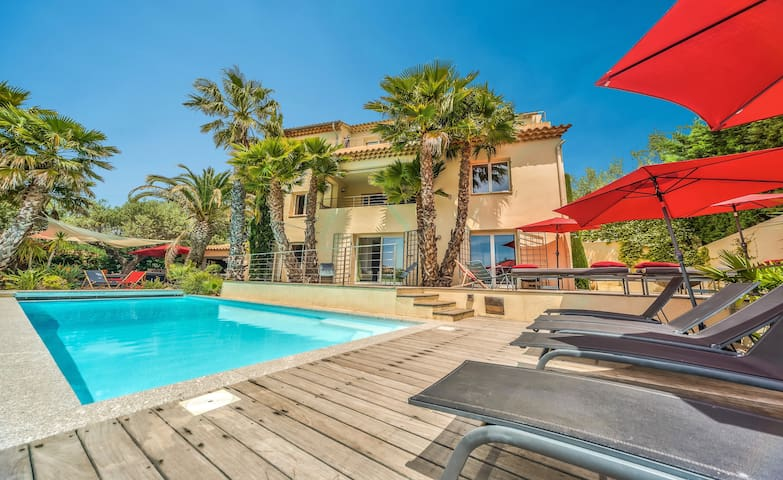 NEW & CENTRAL VILLA with SEA VIEWS. Heated pool !