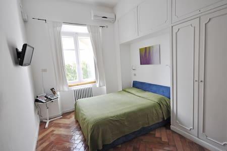 Studio Val for an original stay - Napoli