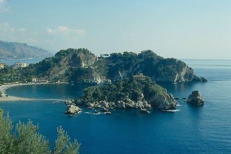 TaorminaNaxosbeach casa vacanze - Porticato