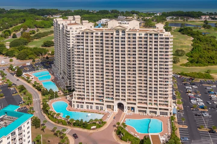 Breathtaking Condo w/ Patio Views of Beaches 1009
