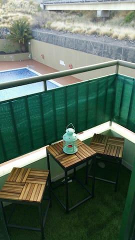 Bonito alojamiento entero. Piscina, garaje, y WIFI - Las Caletillas - Apartamento