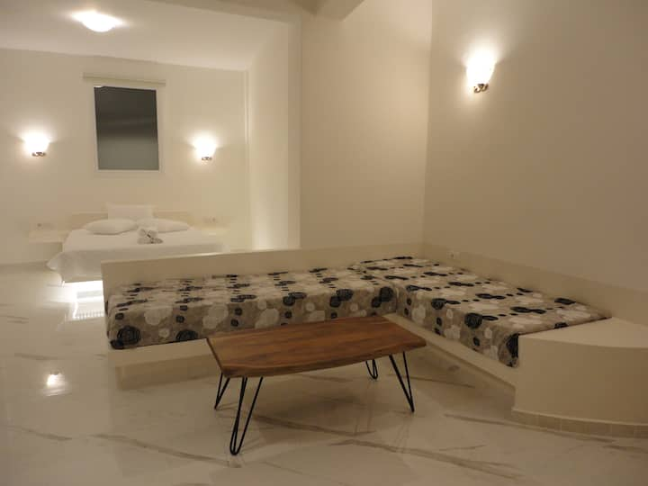 Brand new modern apartment in Fira for 4!