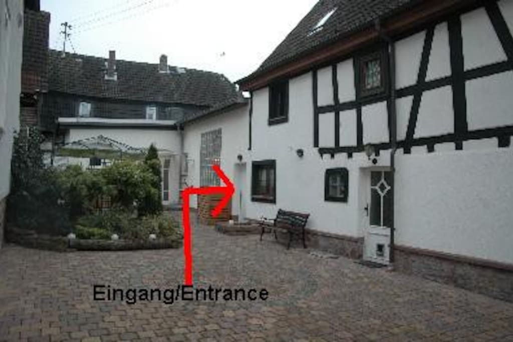 Ihr separater Eingang (Your separate entrance)