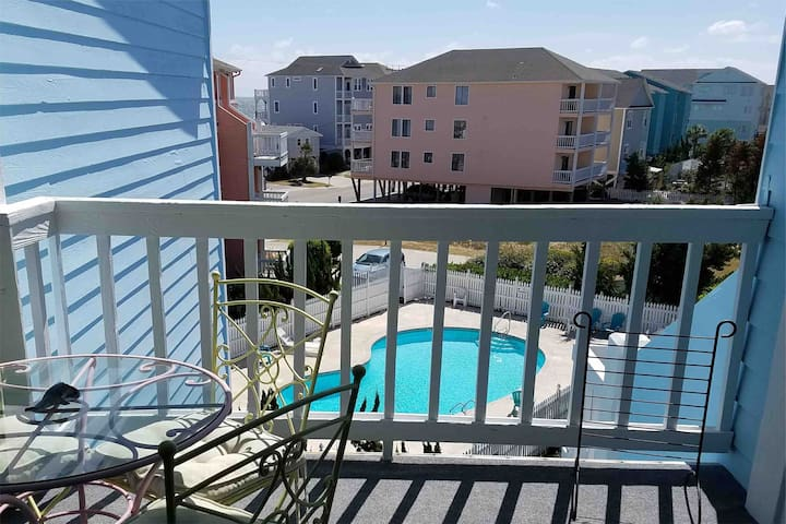 One Bedroom Condo Minutes From the Beach