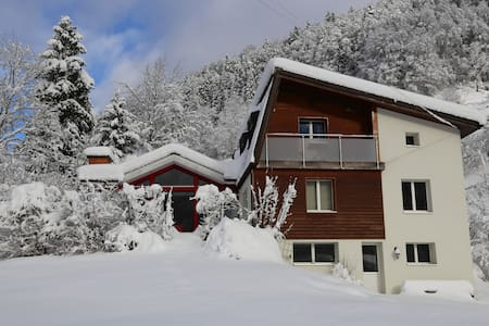 Double room with mountain view in a chalet - Engelberg