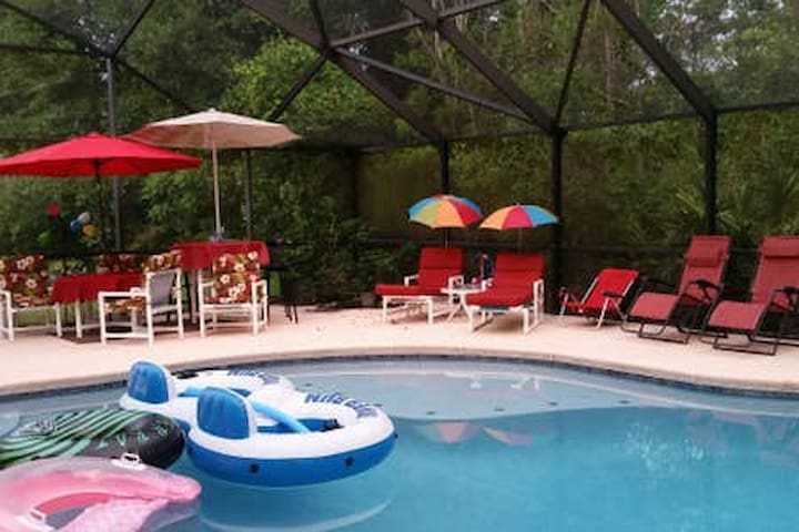 *2 BR*1.5 BA*Lt Bfst*Hot Tub*Pool*King and Queen