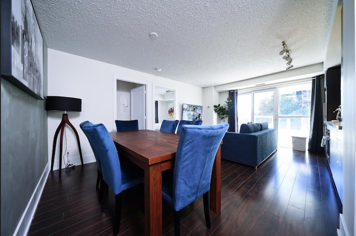 2BR + 2 Bath by CN Tower / Convention Cnt, MTCC
