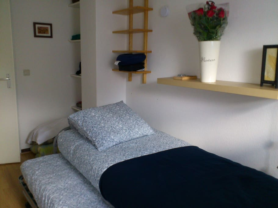 bunkbed for extra person after first guest