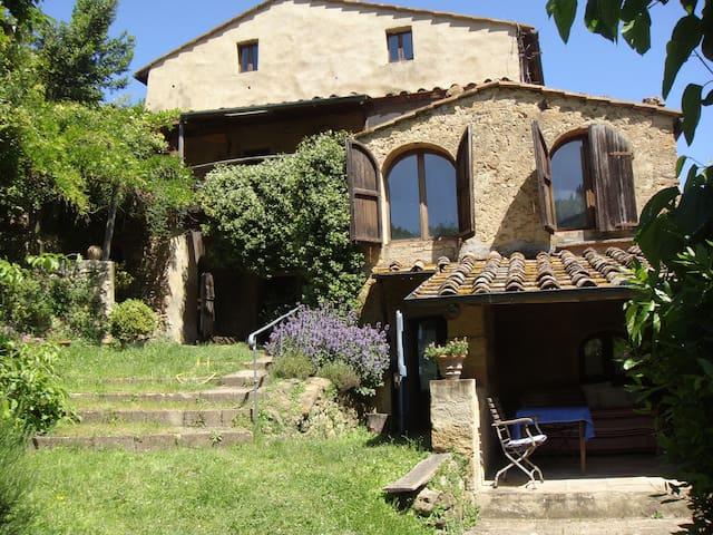 Volterra, The Loggia in Tuscany - Volterra - Dom
