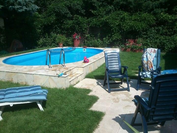Zimmer NY, EFH, Pool, Garten, Terrassen