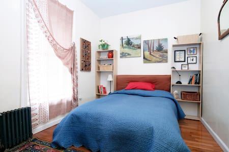 Brooklyn Oasis - Master Bedroom. - Brooklyn - Apartment
