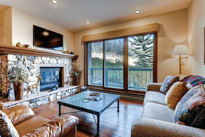 Relax on the private balcony of this ski-in/ski-out condo w/shared pool & hot tub