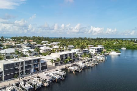 Paradise Cove 2bed/3bath open water condo ~ winter rental with dockage