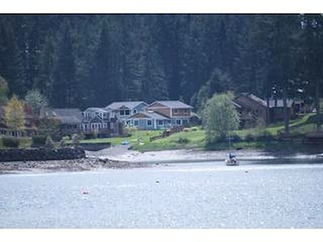 Waterfront 2 bedrm vacation rental - Poulsbo - House