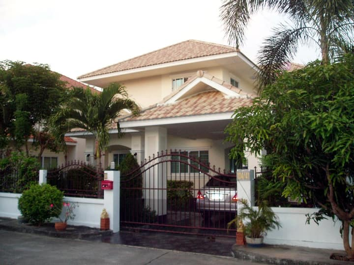 Comfortable furnished family home in Chiang Mai